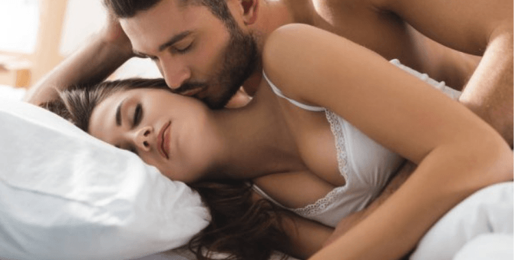 How to Seduce a Man and Leave Him Wanting (15 Tips)